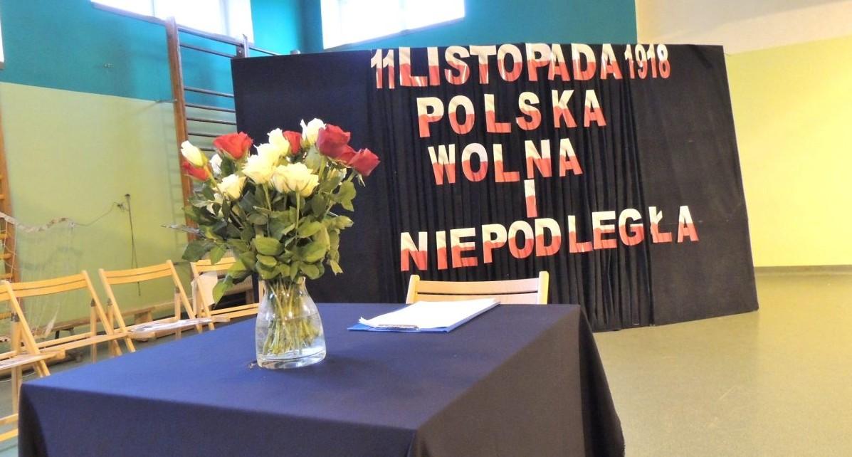 15/16 – Przedszkolaki na akademii z okazji Święta Niepodległości.